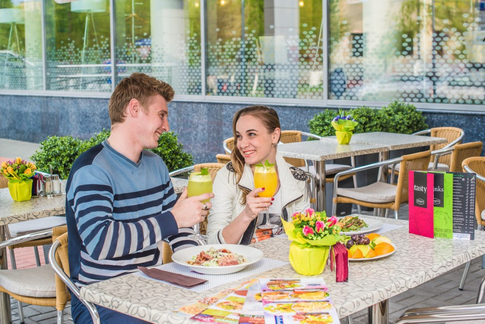 Летняя площадка Lobby& Lounge bar Hampton by Hilton